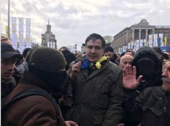 Saakaşvili'ye adliye önünde destek gösterisi