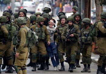 14 yaşındaki Filistinli çocuğun gözaltına alındığı an