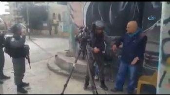 İsrail askerleri Filistinli gazeteciyi gözaltına aldı