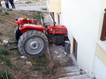 Traktör yatak odasına daldı