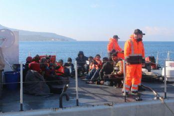 Kayalıkta mahsur kalan göçmenler kurtarıldı