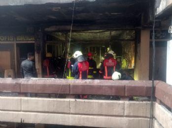 Topkapı'da çıkan yangın paniğe neden oldu
