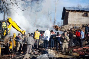 Anne komşuya gitti, 3 çocuk yangında öldü
