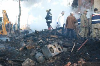 3 çocuğun cansız bedeni yanan evden çıkarıldı