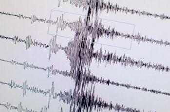 Endonezya'da deprem: Tsunami uyarısı yapıldı