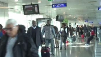 Havalimanında insan kaçakçılığı polise takıldı