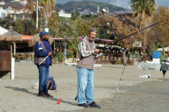 Turistlerin yerini amatör balıkçılar aldı