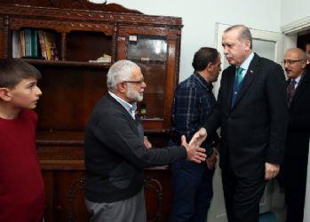 Erdoğan, gurbetçi aileyi evinde ziyaret etti