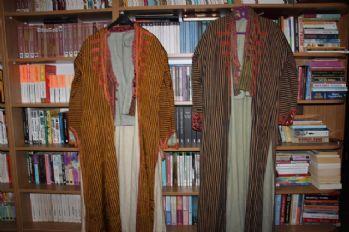 Üç kuşak 200 yıllık ipek gelinliği giydi