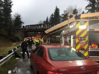 Yolcu treni raydan çıktı: 6 ölü, 80 yaralı