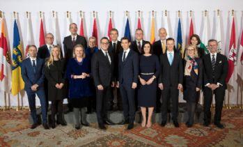 Avusturya'da aşırı sağ koalisyon hükümeti göreve başladı