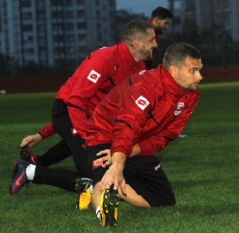 Adanaspor'da Es-Es mesaisi başladı