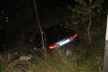 Virajı alamayan araç 100 metre aşağı uçtu