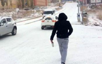 'Karlı ve buzlu yolda penguen gibi yürüyün'