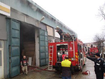 İstanbul'da kereste fabrikada yangın paniği