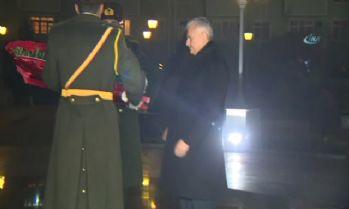Başbakan Yıldırım Aliyev Abidesi'ne çelenk bıraktı