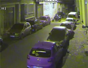 Eğlenerek motosiklet çalan hırsız kamerada