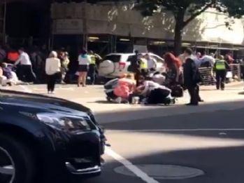 Avustralya'da bir araç yayaların arasına daldı: 12 yaralı