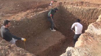 Sondaj kazısında Roma mezarları bulundu