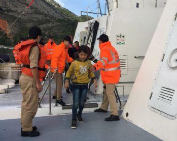 43 kaçak göçmen son anda kurtarıldı