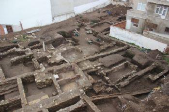 Şehrin göbeğinde antik kenti andıran manzara