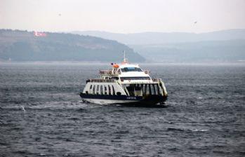Gökçeada'da feribot seferlerine fırtına engeli