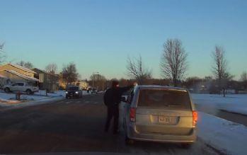 Polis şaşkın sürücüyü 'kahve' için durdurdu