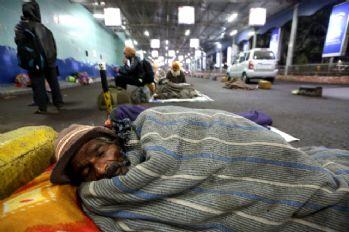 Hindistan'da dondurucu soğuklar can aldı: 187 ölü