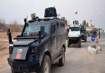 Suriye sınırındaki vatandaşa ''güven konvoyu''