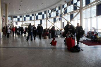 Yollar kapandı: vatandaşlar terminallerde mahsur kaldı