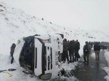 Öğretmenleri taşıyan minibüs takla attı: 9 yaralı