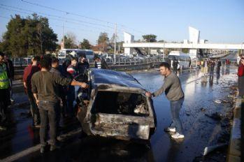 Araç alev aldı, yanmaktan son anda kurtuldular