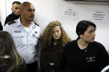 Ahed Tamimi'nin gözaltı süresi yeniden uzatıldı