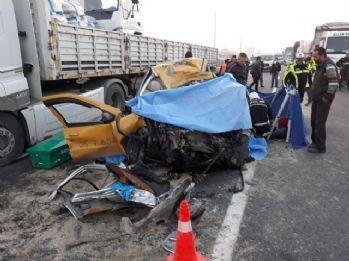 Taksi ile tır kafa kafaya çarpıştı: 2 ölü