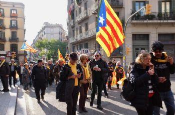 Barcelona'da Puigdemont'a destek tam