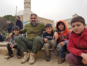 Savaşta yetim kalan çocuklara Türk polisi sahip çıkıyor