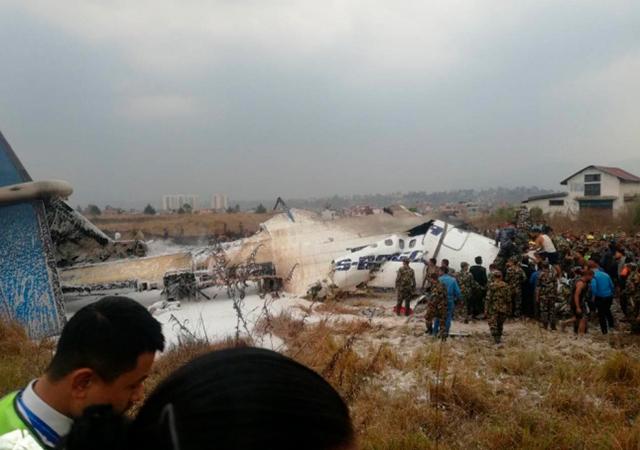 Bangladeş yolcu uçağı Nepal'de düştü: 38 ölü