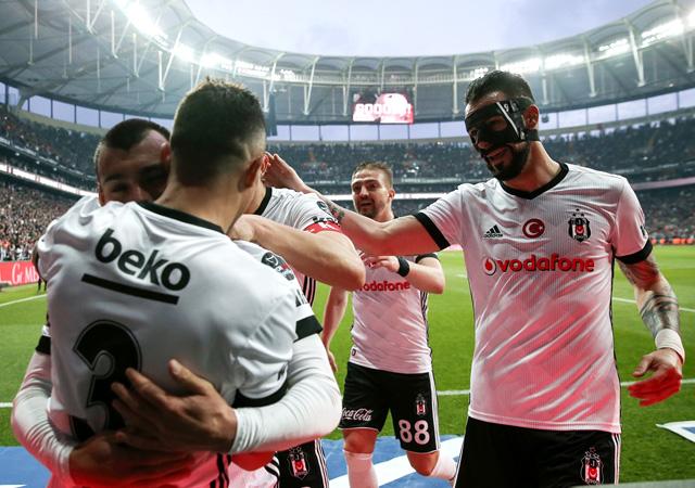 Beşiktaş, Göztepe'ye gol oldu yağdı!