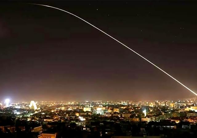 ABD, İngiltere ve Fransa Suriye'yi vurdu!