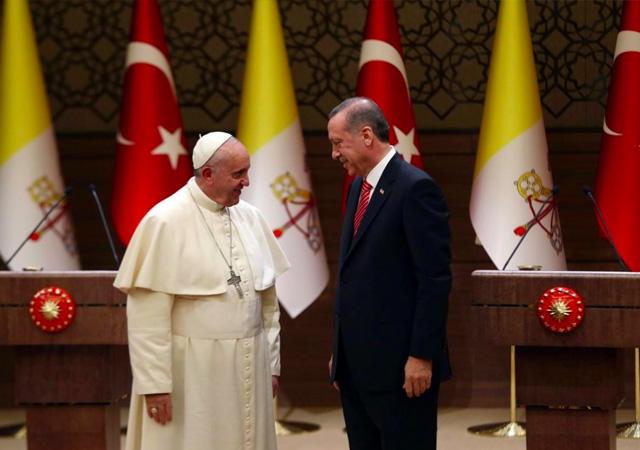 Cumhurbaşkanı Erdoğan, Papa Francis ile telefonda görüştü