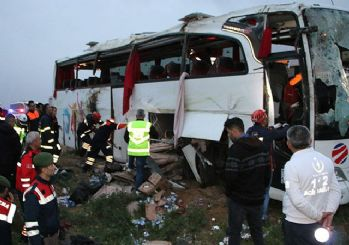 Aksaray'da yolcu otobüsü devrildi: 4 ölü 37 yaralı