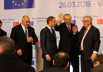 AB Komisyonu Başkanı Juncker : Türkiye ile müzakerelerin devamının garantörüyüm