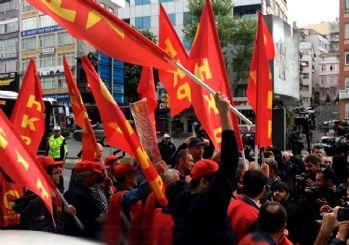 Taksim'e yürümek isteyen grubu polis durdurdu