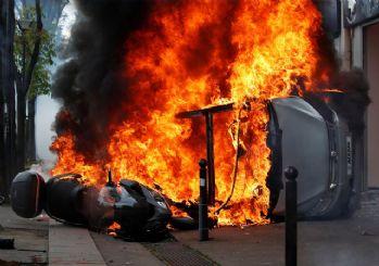 Paris'te 1 Mayıs'a polis müdahalesi: 200 kişi gözaltına alındı