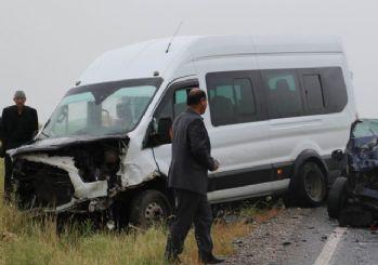 Diyarbakır'da öğrenci servisi devrildi: 16 yaralı