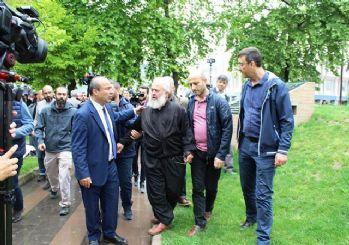 Abdullah Gül'e cenazede protesto: Reisime hainlik yaptın