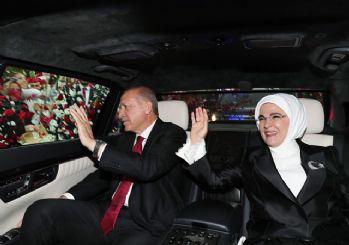 Cumhurbaşkanı Erdoğan TBMM'ye gelişinde güllerle karşılandı