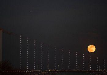 21. yüzyılın en uzun Ay tutulması bu gece!