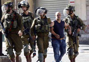İsrail polisi Mescid-i Aksa'daki cemaate ses bombaları ile saldırdı