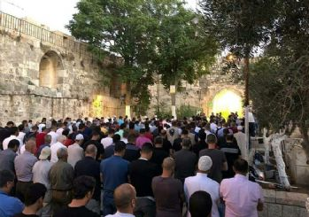 İsrail polisi Mescid-i Aksa'nın tüm kapılarını kapattı